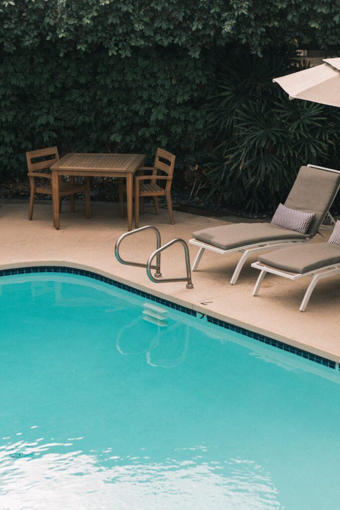 Tan concrete pool deck